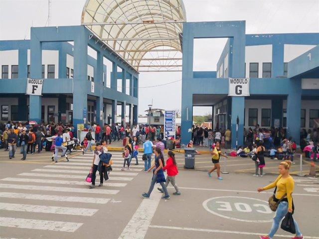 Paso fronterizo entre Perú y Ecuador