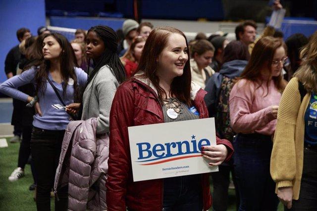 Partidaria del candidato demócrata a la Casa Blanca, Bernie Sanders, en el estado de Iowa.