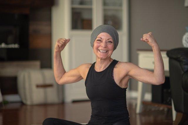 Mujer que lucha contra el cáncer.