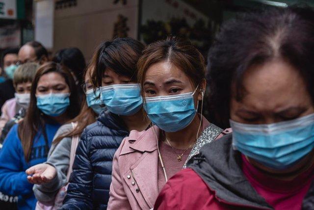 Persones amb màscara per protegir-se del coronavirus a Hong Kong.