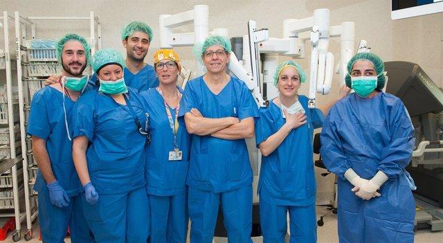 Membres de l'equip quirúrgic d'urologia de l'Hospital de Bellvitge