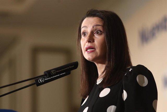 La portaveu de Ciutadans al Congrés,  Inés Arrimadas, durant la seva intervenció en un esmorzar informatiu de Fórum Europa, Madrid (Espanya), 30 de gener del 2020.