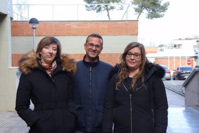 María del Pilar Carrera (izqd.), Manuel Rich y Vanesa Cantón, autores de la investigación para diagnosticar el dolor en personas con demencia