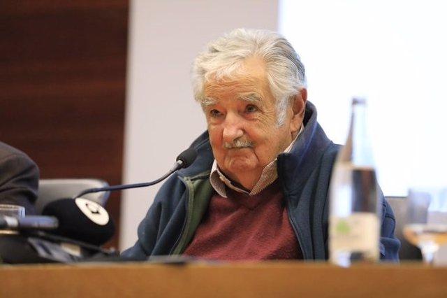 """Mujica: """"España es contradictora, tanto que estuvo año y medio sin gobierno y no"""