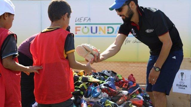 Fútbol.- La UEFA recogerá botas para refugiados sirios en siete ciudades europea