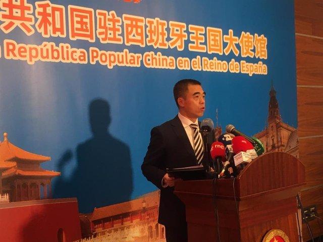 Yao Fei, encargado de Negocios de la Embajada de China en España, comparece ante la prensa
