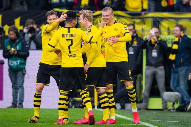 Fútbol.- Aficionados del Borussia Dortmund ofrecen entradas a cambio de ir a por