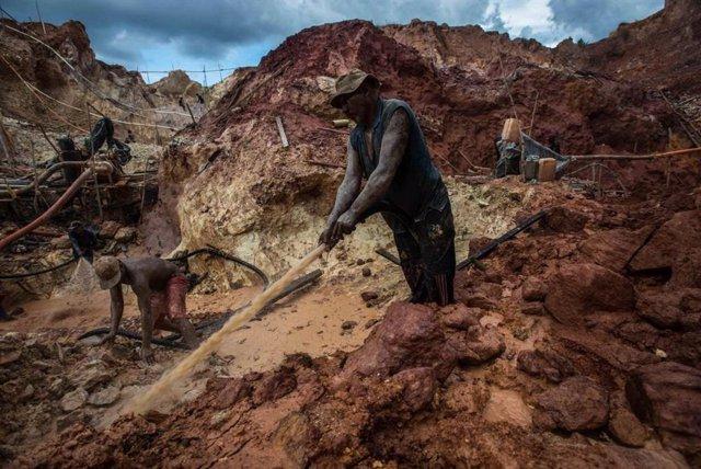 Mina ilegal de Las Claritas, en Venezuela