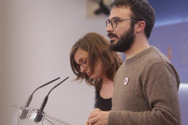 Els diputats de la CUP al Congrés dels Diputats Mireia Vehí i Albert Botran, ofereixen una roda de premsa (arxiu).