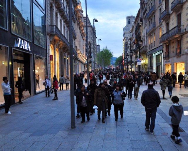 Imagen de la calle comercial Portal del Ángel de Barcelona.