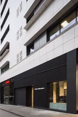 El fons propietari de l'edifici del centre comercial El Triangle de Barcelona, Deka Immobilien Investment, ha destinat 1,4 milions d'euros a la remodelació de la gran superfície per modernitzar-la i millorar-ne la funcionalitat.