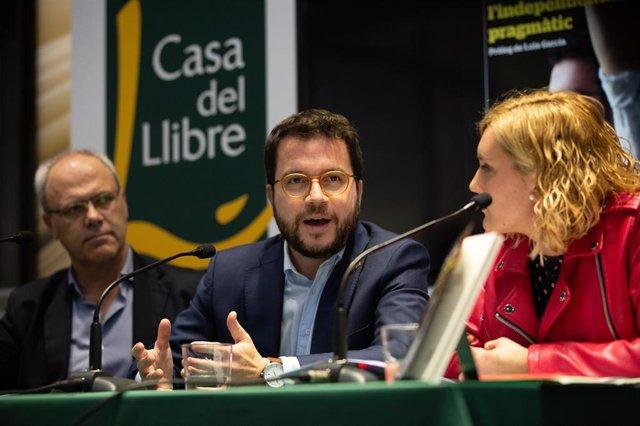 El vicepresident de la Generalitat, Pere Aragonès, en la presentació del llibre 'Pere Aragonès, l'independentisme pragmàtic' de Magda Gregori