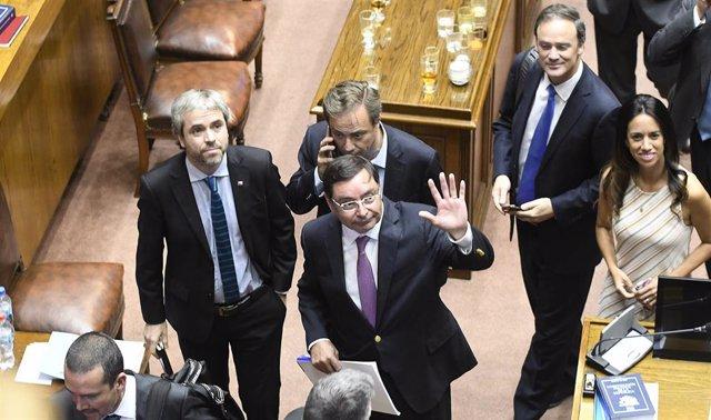 El intendente de Santiago, Felipe Guevara, al termino de la votación de la acusación constitucional en contra.