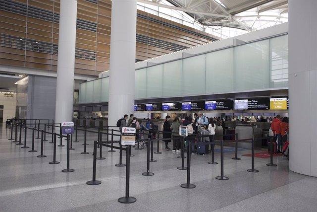 Coronavirus.- Las aerolíneas United Airlines y American Airlines suspenden sus v