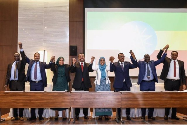 El primer ministro, Abiy Ahmed, y los líderes del resto de formaciones que integrarán el nuevo Partido de la Prosperidad