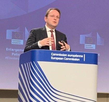 Bruselas ofrece a los 27 poder revertir los avances en negociaciones de adhesión de países candidatos