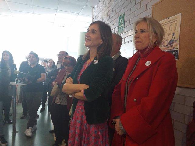 La conselleira de Educación, Carmen Pomar, y la delegada de la Xunta en Vigo, Corina Porro, en el IES de Valadares.