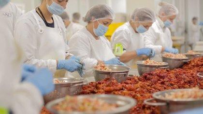 La compañía Alfocan vende el 95% de su cangrejo rojo de Isla Mayor (Sevilla) a mercados internacionales