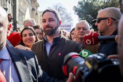 Abucheos contra Abascal y gritos a su favor tras acudir a la concentración de agricultores en Madrid