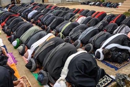 Absuelta en Indonesia una mujer con esquizofrenia acusada de blasfemia tras entrar con su perro en una mezquita