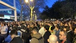 Uns 500 treballadors de Nissan tallen la Diagonal de Barcelona davant el consolat del Japó (ARXIU)