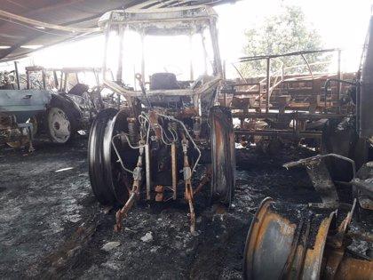 """Un fuego """"provocado"""" en la nave de presidente de cooperativa Las Marismas en Lebrija ocasiona un millón en pérdidas"""