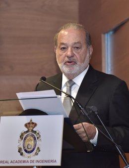 Carlos Slim durante el discurso que pronunció cuando entró en la Real Academia de Ingeniería