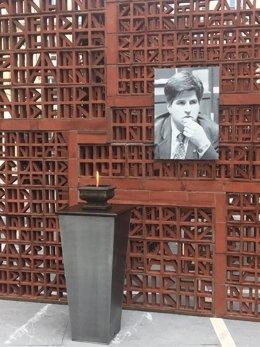 El pebetero del Parlamento Vasco encendido en recuerdo a Gregorio Ordóñez