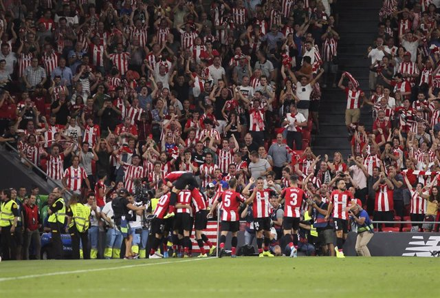 Los jugadores del Athletic Club celebran el gol de Aduriz ante el FC Barcelona