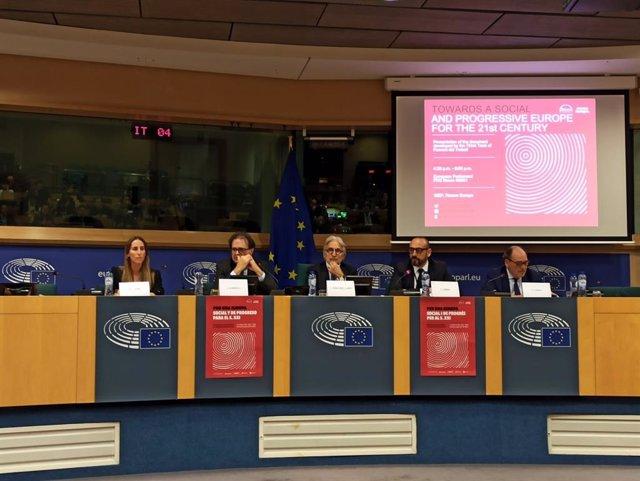 El presidente de Foment del Treball, Josep Sánchez Llibre, presenta el informe 'Por una Europa social y de progreso para el siglo XXI' en el Parlamento Europeo en Bruselas