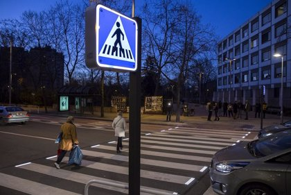 Pamplona estrena un paso de peatones iluminado con leds en la avenida de Sancho el Fuerte 21
