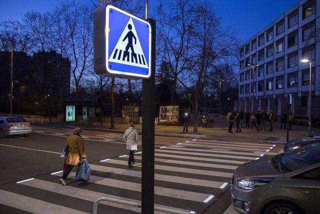 A* Jesús Garzaron/Ayuntamiento De Pamplona F* 2020_02_05 T* Paso De Cebra Iluminado Por Leds L*  Avenida Sancho El Fuerte 21, Pamplona