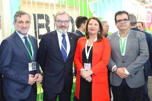 Los diputados provinciales Ángel Escobar y Antonio Jesús Rodríguez en Fruitlogística