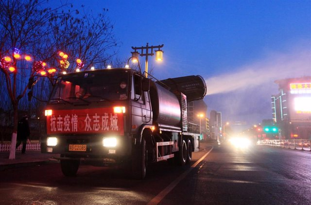 05 February 2020, China, Zhangjiakou: A fog gun truck sprays disinfectant at Xuanhua district streets to fight the new coronavirus. Photo: -/TPG via ZUMA Press/dpa