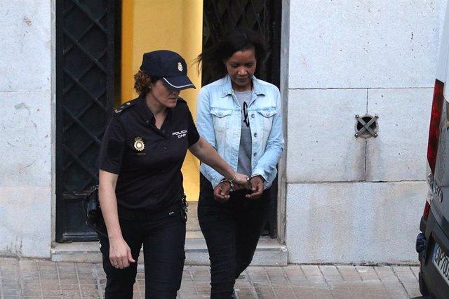 Salida de Ana Julia Quezada, despues de  escuchar el veredicto de culpabilidad.