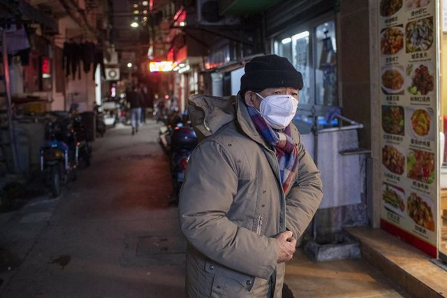 February 3, 2020 - Shanghai, China: An elderly man stands near the entrance to a restaurant Wufu Alley in Huangpu District. So far 361 people have died in China as a result of coronavirus infection, many of them elderly. (Dave Tacon/Contacto)
