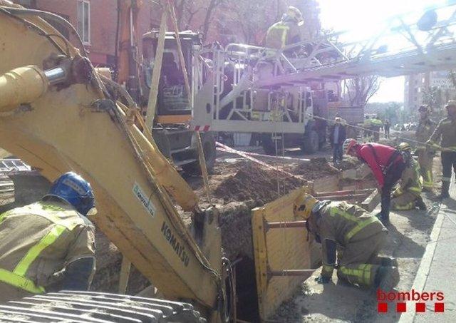 Atrapat un operari en un despreniment en una rasa a Reus (Tarragona)