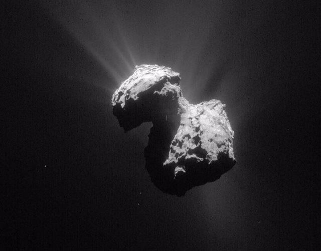 La misión Rosetta esclarece los cambios de color del cometa 67P