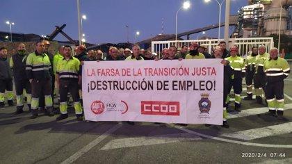 Trabajadores de las empresas auxiliares de la central de Carboneras (Almería) reclaman un plan de recolocación