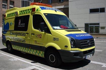 Dos heridos tras salirse de la carretera un turismo en San Pedro Bercianos (León)