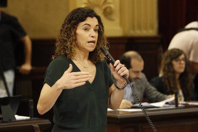 La consejera de Hacienda y Relaciones Exteriores, Rosario Sánchez Grau durante su intervención en la sesión en el Parlamento Balear con la ausencia de la presidencia del Govern, en Palma, a 24 de septiembre de 2019.