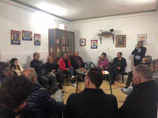 Encuentro de los críticos del PSOE en Alanís