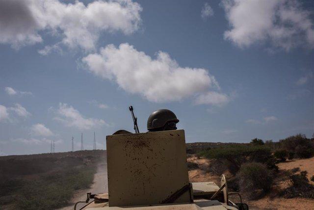 Un soldado de Uganda desplegado con la Misión de la Unión Africana en Somalia (AMISOM)