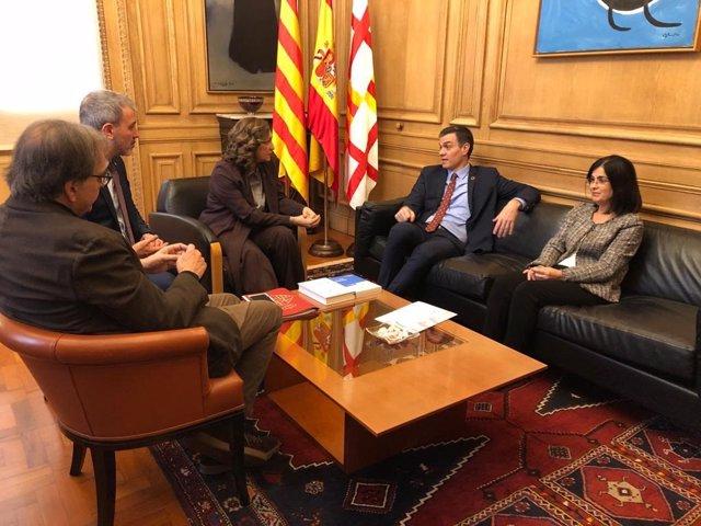 (E-D) El primer tinent d'alcalde de Cultura, Joan Subirats; el primer tinent d'alcalde, Jaume Collboni; l'alcaldessa de Barcelona, Ada Colau; el president del Govern central, Pedro Sánchez i la ministra de Política Territorial, Carolina Darias.