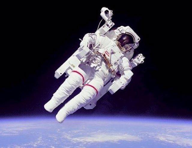 El primer 'vuelo libre' de un astronauta cumple 36 años