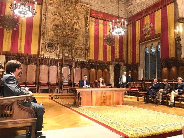 El president del Govern central, Pedro Sánchez, i l'alcaldessa de Barcelona, Ada Colau, a l'Ajuntament de Barcelona, 7 de febrer del 2020.