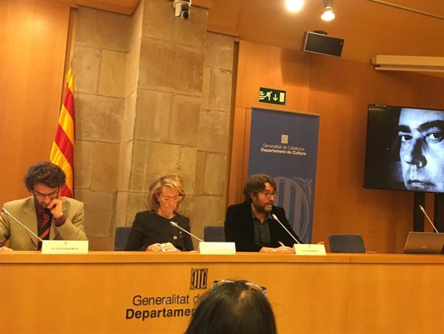 La consellera de Cultura, Mariàngela Vilallonga, junto a Julià Guillamon y  Oriol Ponsantí Murlà