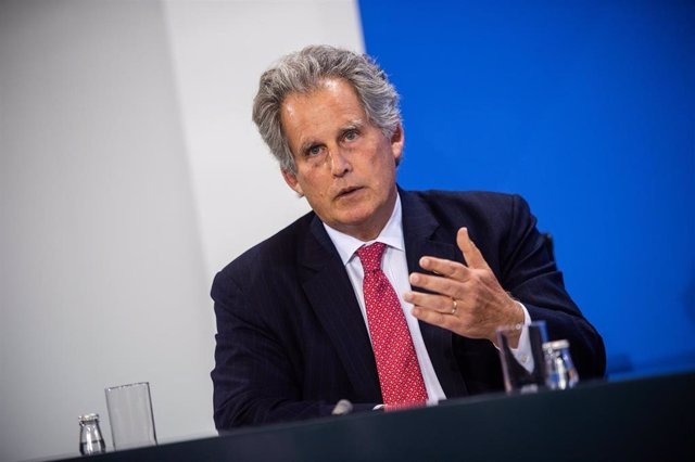 01 October 2019, Berlin: Acting Managing Director of the International Monetary Fund (IMF) David Lipton speaks at a press conference, after German Chancellor Angela Merkel and the chairmen of international economic and financial organisations meeting at t