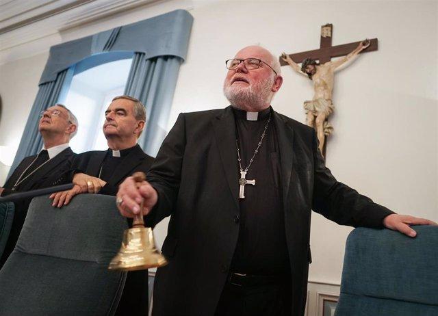 El arzobispo Bamberg, Ludwig Schick, junto con el presidente de la Conferencia Episcopal Alemana y el Nuncio del Papa en el país