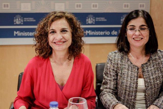(I-D) La ministra de Hacienda, María Jesús Montero, y la ministra de Política Territorial y Función Pública, Carolina Darias, presidiendo el Consejo de Política Fiscal y Financiera (CPFF) en el Ministerio de Hacienda, en Madrid (España).